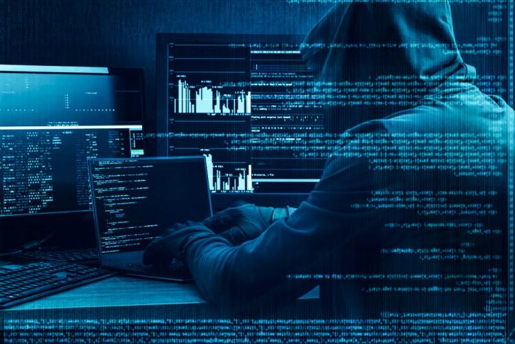 Hacker invadindo um sistema